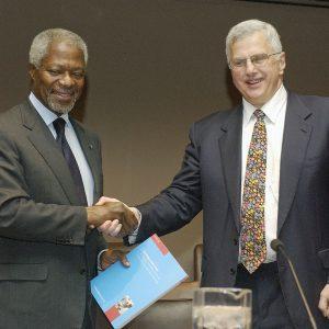 UN Bruce with Kofi Annan